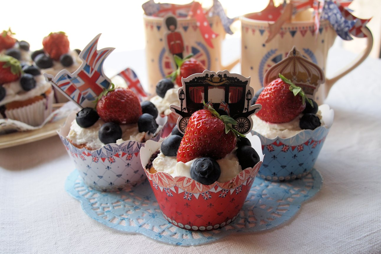 More Jubilee Baking and little Red, White & Blue Strawberries and Cream Jubilee Cakes