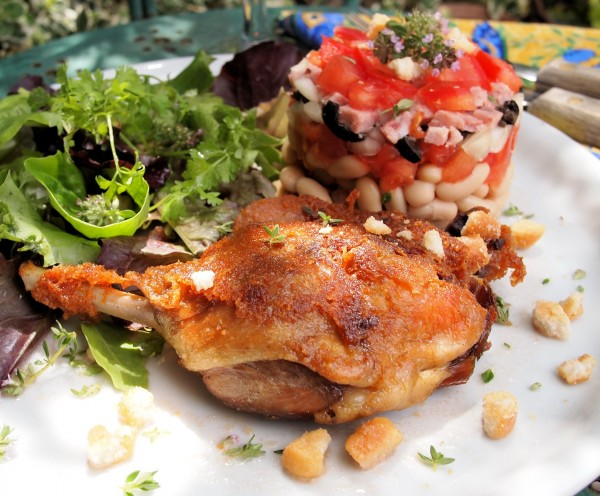 Cassoulet salade d'été avec confit d'canard (Summer Cassoulet Salad with Preserved Duck)