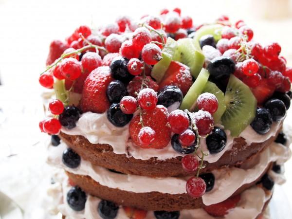 Genoise Sponge Cake with Berries