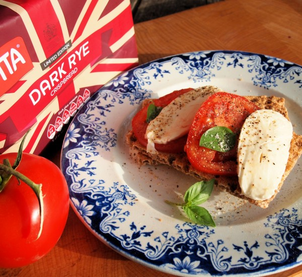 Caprese Crispbreads: Mozzarella and Tomato Basil on Ryvita Dark Rye