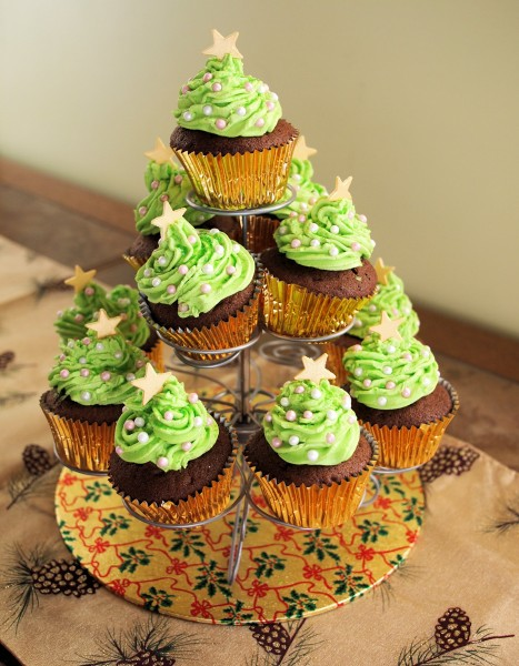 Tea Time Treats, Chocolate & Little Spiced Chocolate Christmas Tree Cakes Recipe