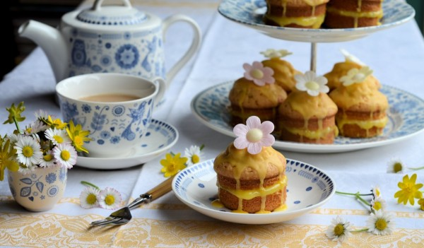 Mothering Sunday and Blue & White China: Little Victoria Lemon Daisy Cakes Recipe