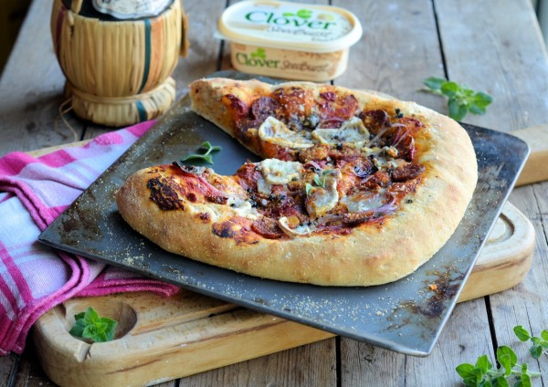TV Pizza Night! Sun-Dried Tomato, Red Onion and Chorizo Pizza Recipe
