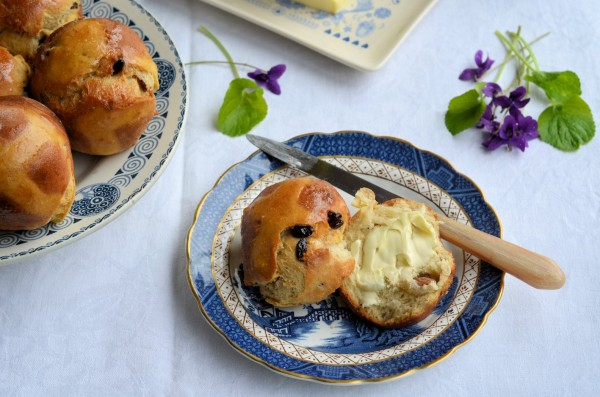 Recipe: Traditional Hot Cross Buns for Easter in the style of Brioche!