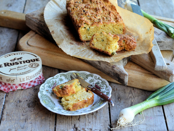 A Quick and Easy Random Recipe: Cheese and Onion Scone Bread (Loaf)