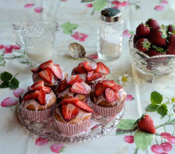 Strawberry Fair Yoghurt Cupcakes