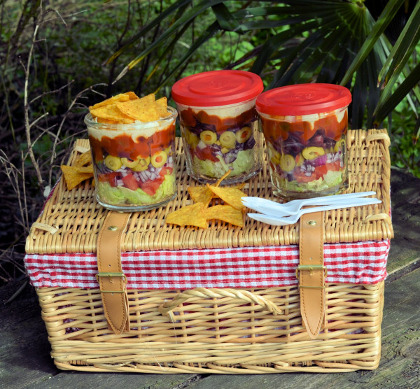 Picnics, Lunch Box and Barbecue Salad Idea: Layered Picnic Salads in a Jar (Recipe)