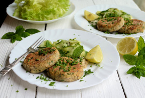 Low-Calorie Salmon & Herb Fishcakes