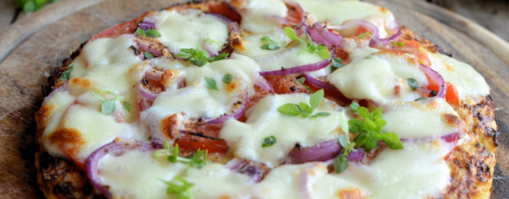 Low-Calorie Cauliflower Crust Pizza: Gluten Free, Paleo and 5:2 Diet Pizza Recipe