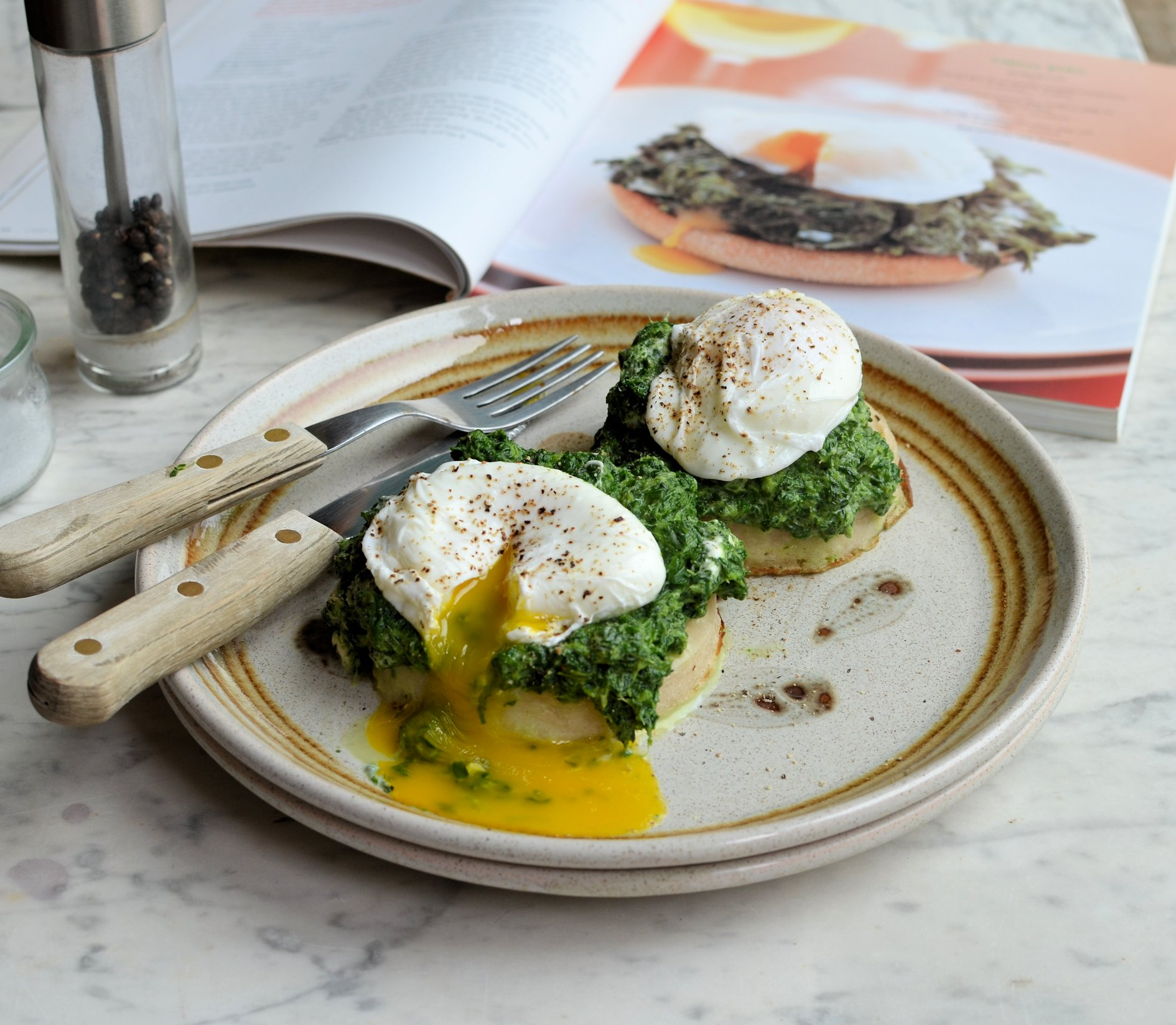 52 Diet Weight Watchers Breakfast Brunch Or Lunch Spinach And Poached Egg Muffins Recipe