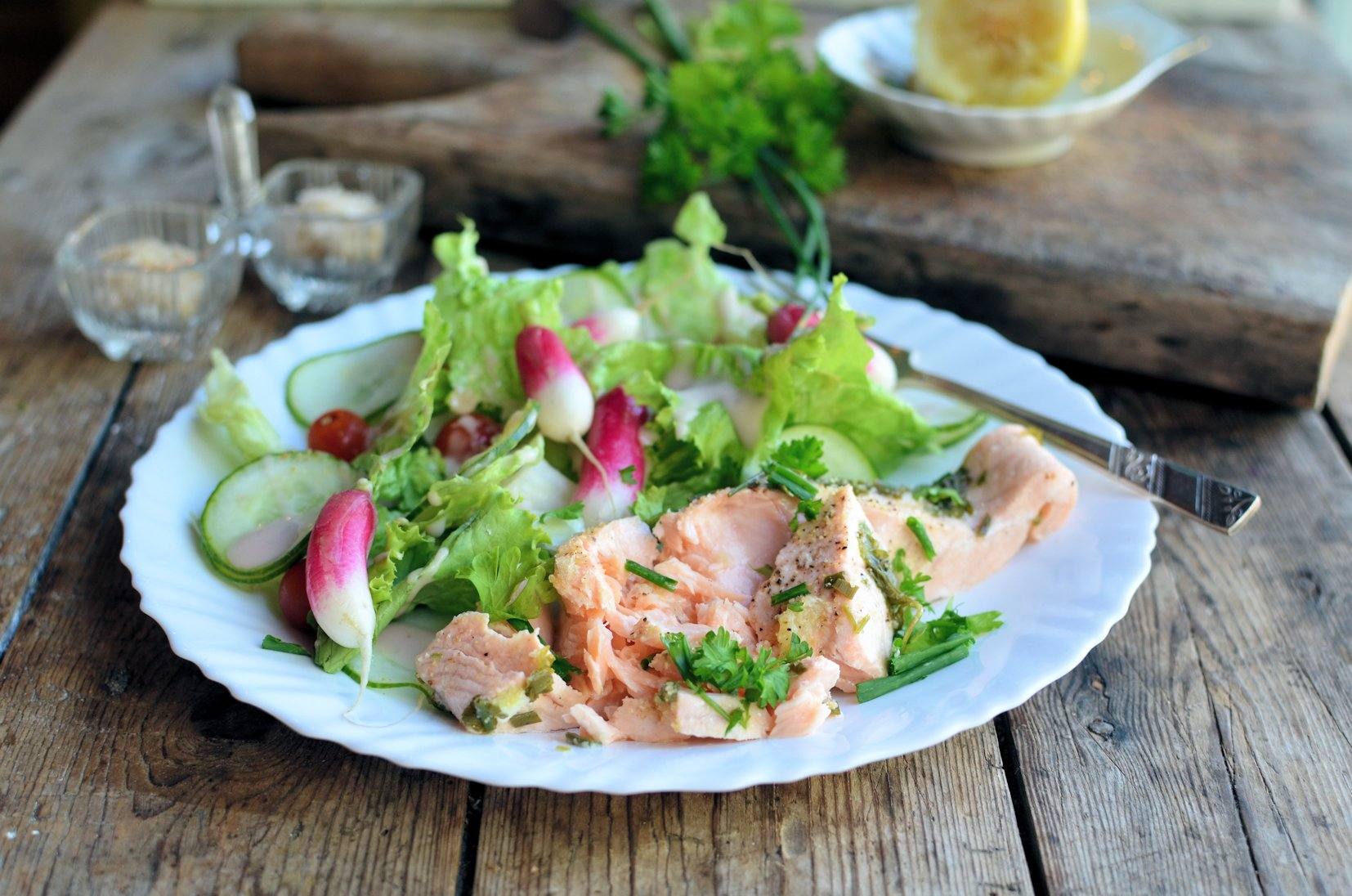 A Simple & Elegant Low-Calorie Lunch: Lemon & Herb Poached Salmon Recipe (5:2 Diet)