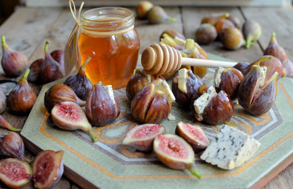 Autumn Still Life: Figs stuffed with Blue Cheese and Lavender Honey Drizzle (Recipe)