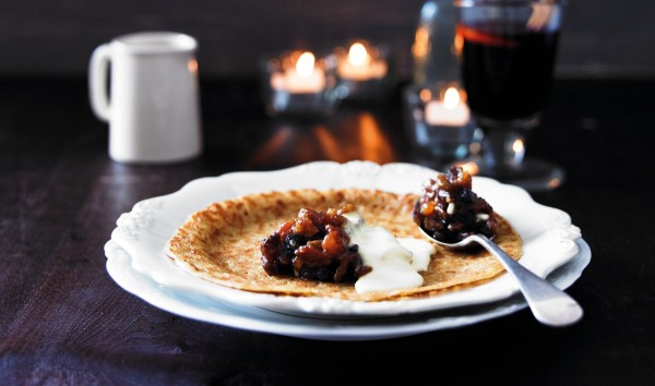MINCEMEAT PANCAKES WITH BRANDY CREAM