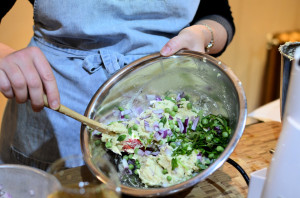 Transfer to a mixing bowl and add chopped onion, spinach, coriander and peas.
