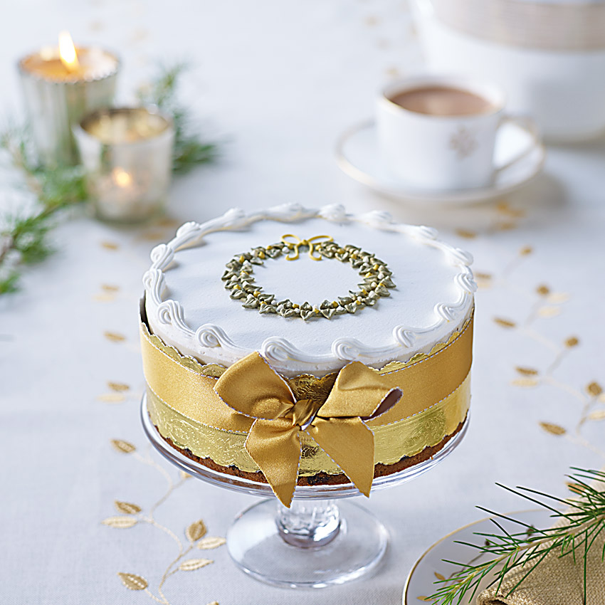 Giveaway win a bettys royal iced wreath christmas cake for Iced christmas cakes
