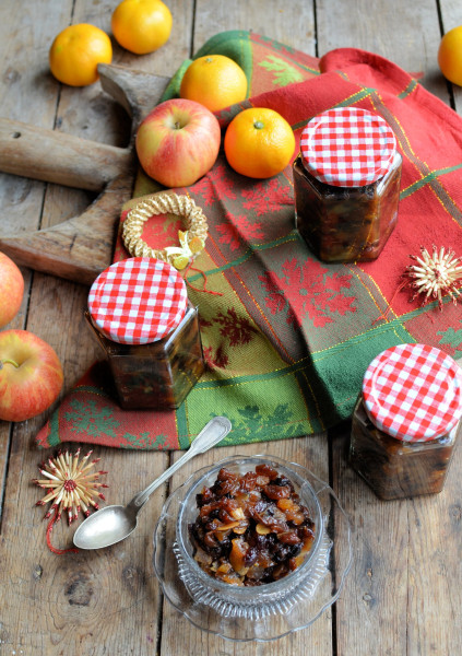 Christmas Mincemeat with Apples and Almonds