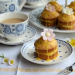 http://www.lavenderandlovage.com/2013/03/mothering-sunday-and-blue-white-china-little-victoria-lemon-daisy-cakes-recipe.html