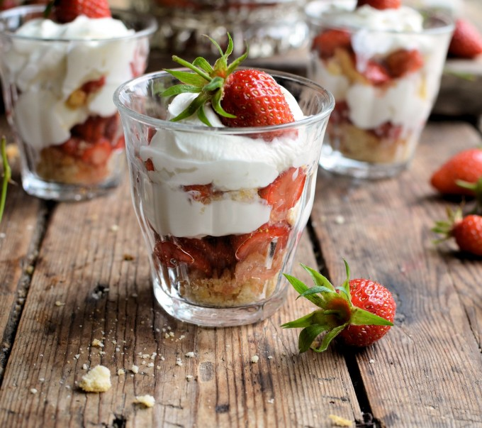Strawberries & Cream Quick Trifle Pots
