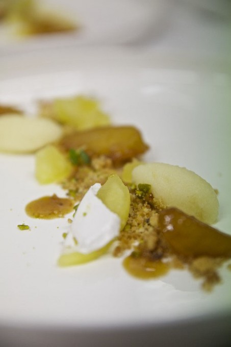 Apple, meringue and marshmallow dessert