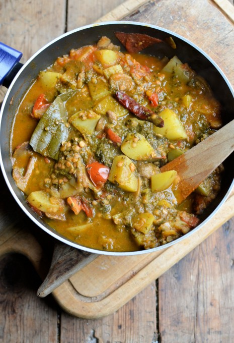 Spice Up your New Year 5:2 Diet Weight Loss! Spinach, Lentil & Sweet Potato Curry: 244 Calories https://www.lavenderandlovage.com/2015/01/spice-up-your-new-year-52-diet-weight-loss-spinach-lentil-sweet-potato-curry-244-calories.html @KarenBurnsBooth