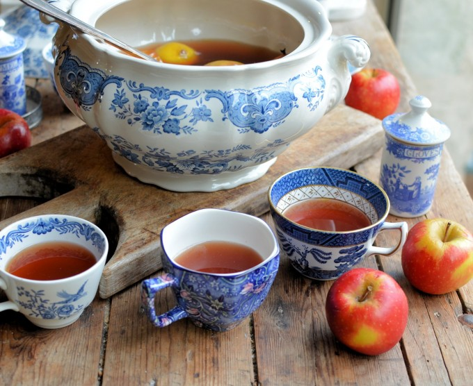 Twelfth night apples and wassailing a traditional english wassail twelfth night mulling and wassail a traditional english wassail recipe forumfinder Gallery