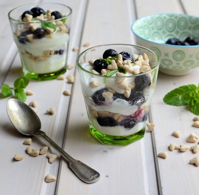 Blueberry & Yoghurt Breakfast Pots