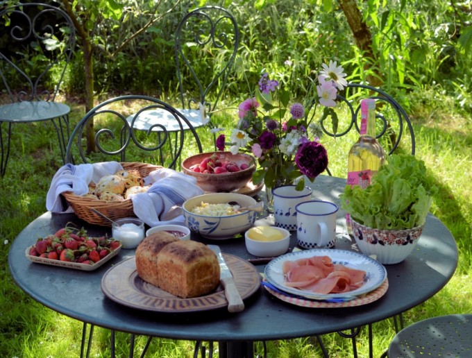 Get Summer Started With A Picnic In Your Garden With Lots