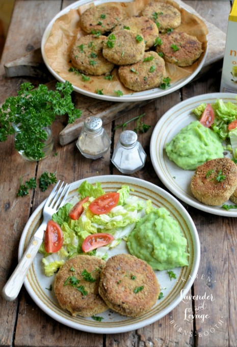 Salmon Fishcakes with Oatmeal Crumb