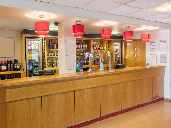 Travelodge Bar T5