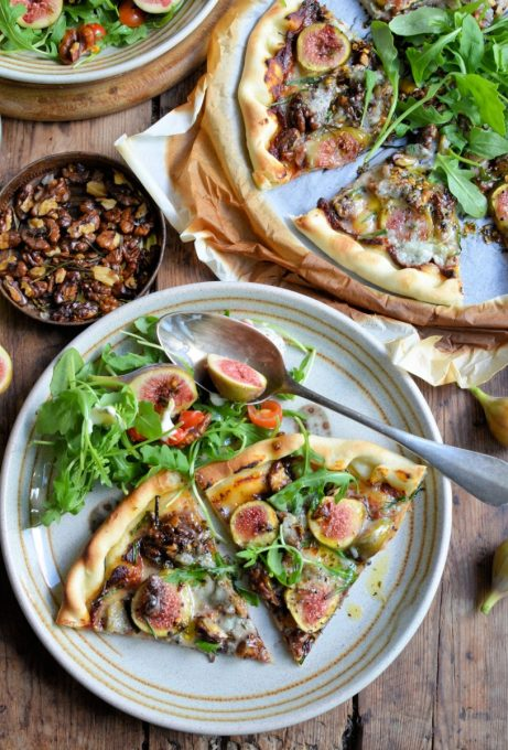 Fresh Fig, Gorgonzola & Walnut Pizza with Rocket