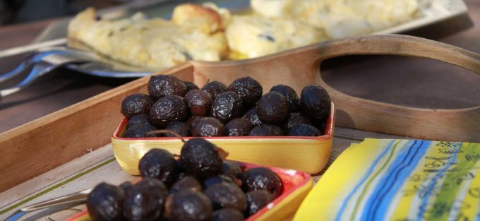 NYONS black olives