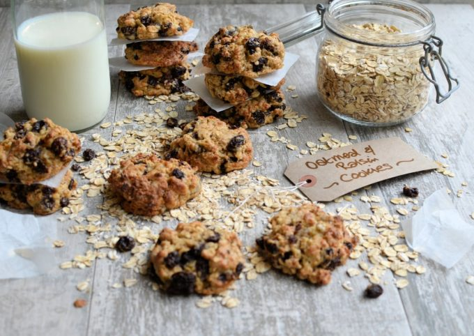 Old-Fashioned Oatmeal & Raisin Cookies