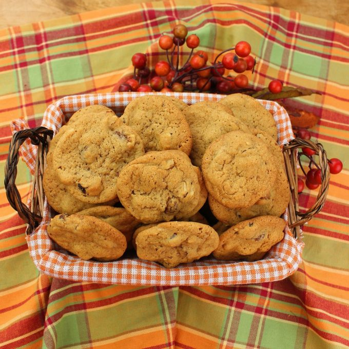 old fashioned walnut raisin cookies