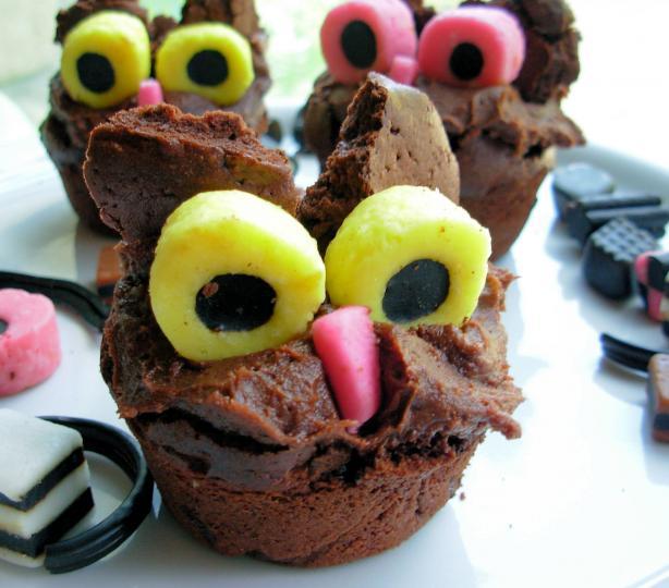 Hooting Owl Cakes 2