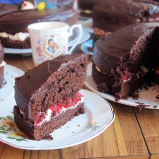 Vintage Kitchenalia, Kitsch Cruet Sets & the Most Marvellous Chocolate Cake Bake Off !