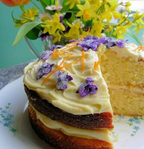 Violet Posy Cake - Victoria Sponge