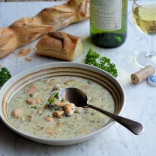 Colombard Wine, French Bread and Mussel, Onion and Parsley Chowder Recipe