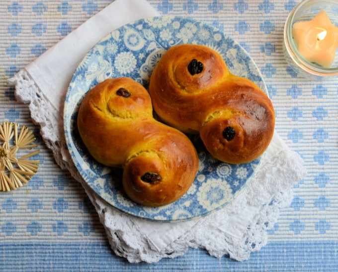 Lussekatter – Santa Lucia Saffron Buns (St Lucia Bread Rolls)
