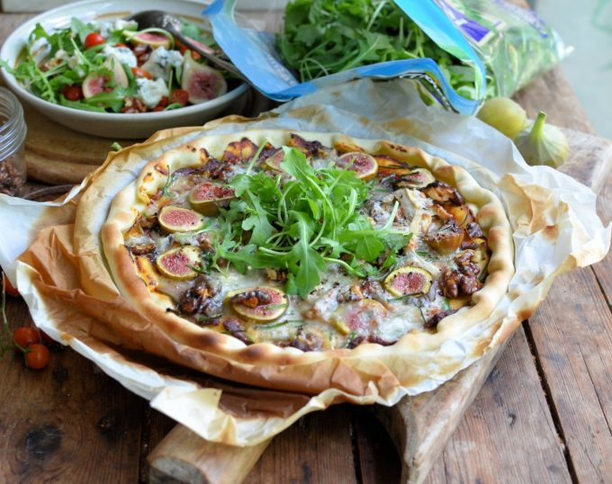 Easy Fresh Fig, Gorgonzola & Walnut Pizza with Rocket