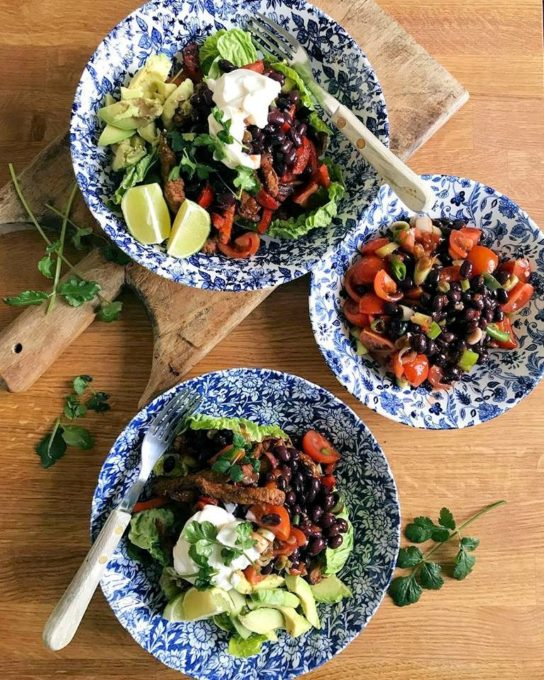Beef Fajita Salad Bowl with Black Bean & Tomato Salsa - a fabulous @ww.uk recipe I adapted and only 7 points. Served with fresh lime and coriander. What's on your lunch time table today?